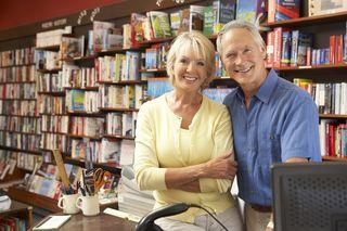 Couple-running-bookshop-13904324